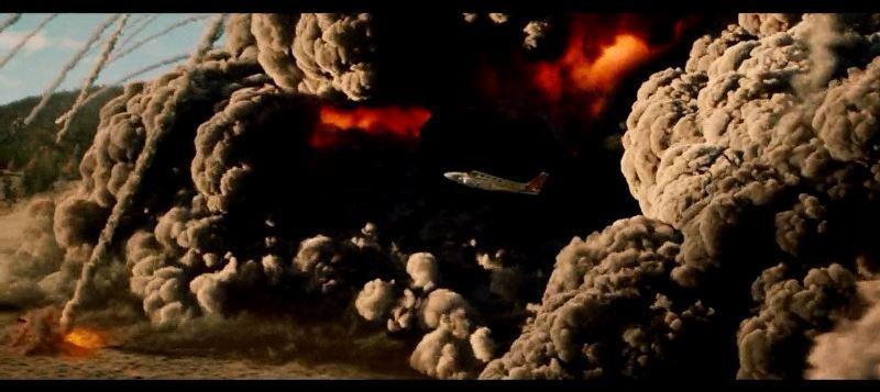 映画「2012」 キャプチャー2 噴煙と火山弾