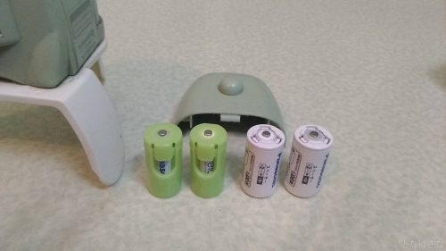 ガーデンバリアミニとスペーサー入りの単3電池